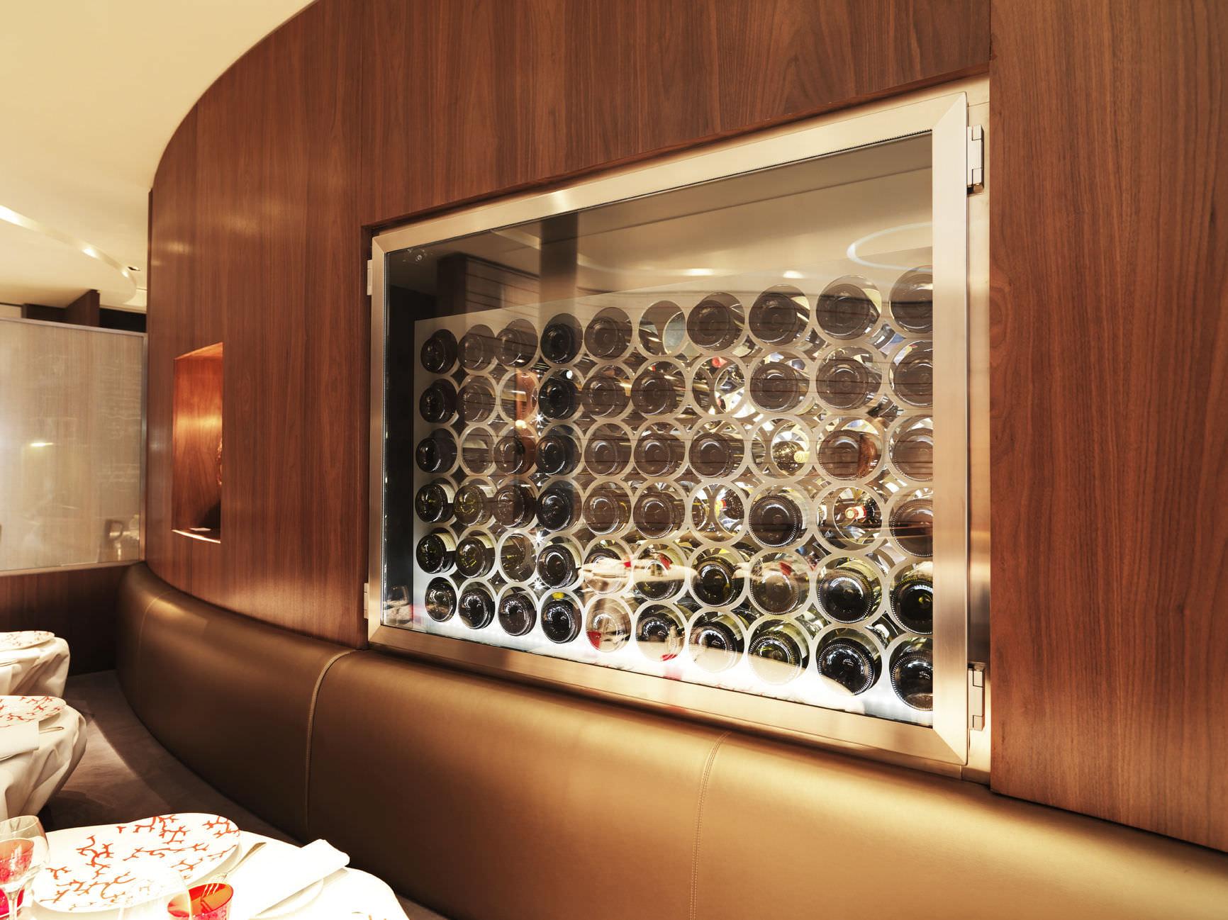 cave a vin electrique cave vin lectrique contre cave vin enterr e avec ouverture automatique. Black Bedroom Furniture Sets. Home Design Ideas